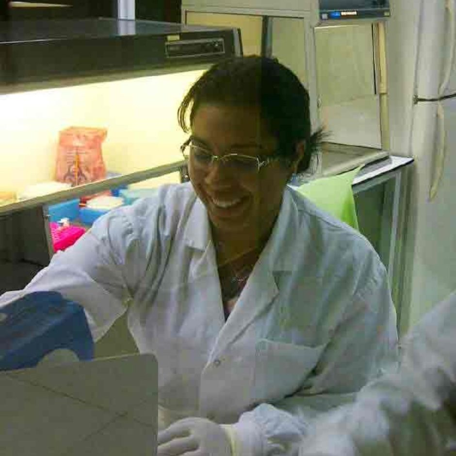 Dr Desi Hooi in the Lab - HPV research
